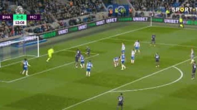 Manchester City marca a abrir. Bernardo Silva assistiu... de bicicleta