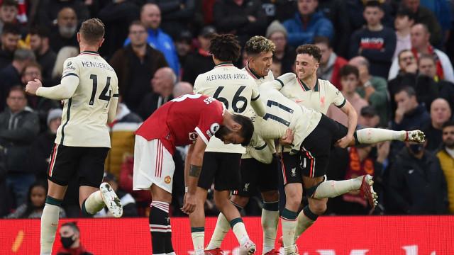 Salah 'matou', Diogo Jota 'esfolou'. Manchester United humilhado em casa
