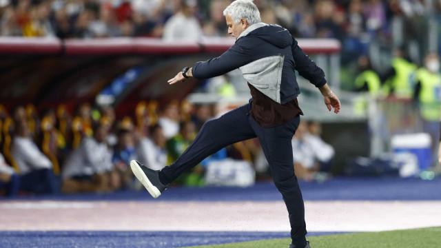 As imagens da expulsão de Mourinho no AS Roma-Napoli