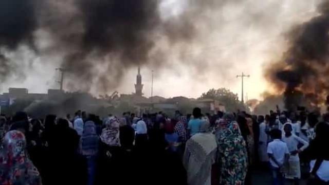 Primeiro-ministro do Sudão detido e pressionado a apoiar golpe