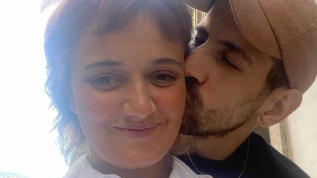 Carolina Deslandes e o namorado assumem relação