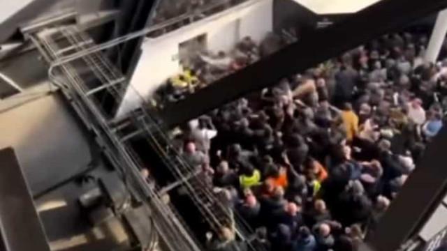 Adeptos do Tottenham e West Ham envolveram-se em violentos confrontos