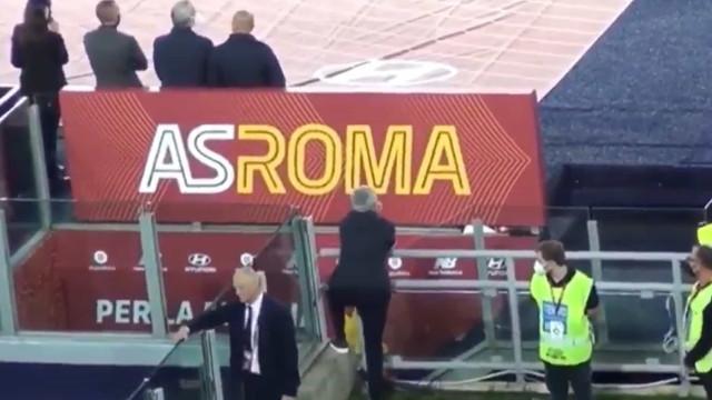 Mourinho como nunca o viu: Empoleirado num gradeamento e aos gritos