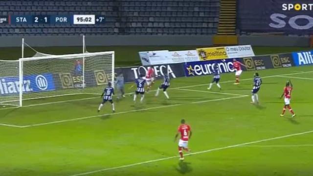 Nené marcou e acabou com as esperanças do FC Porto na Taça da Liga