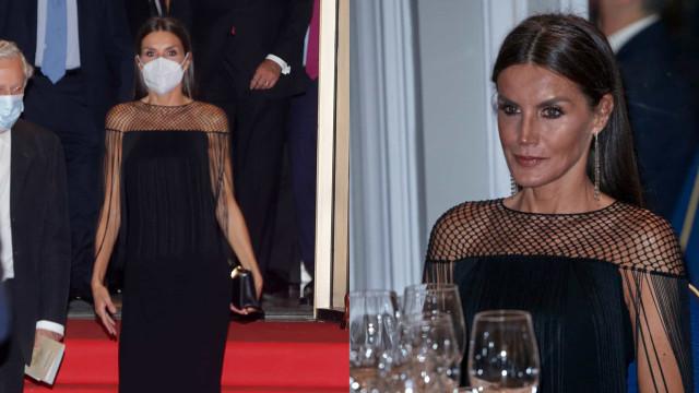 Rainha Letizia espalha elegância de preto em noite dedicada ao jornalismo