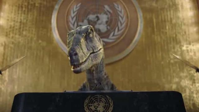 Dinossauro 'invade' sessão da ONU para dar uma lição sobre extinção