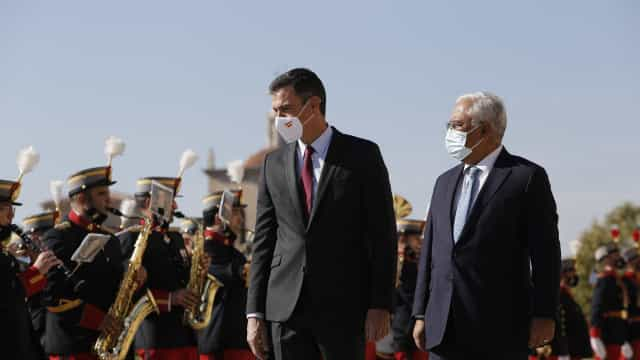 """""""A política portuguesa desenvolver-se-á serena, calmamente em Portugal"""""""