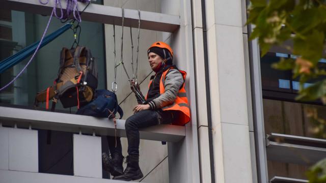 COP26: Manifestantes pelos direitos dos animais escalam edifícios