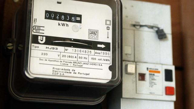 Governo aprova hoje descida do IVA para contadores da luz e gás