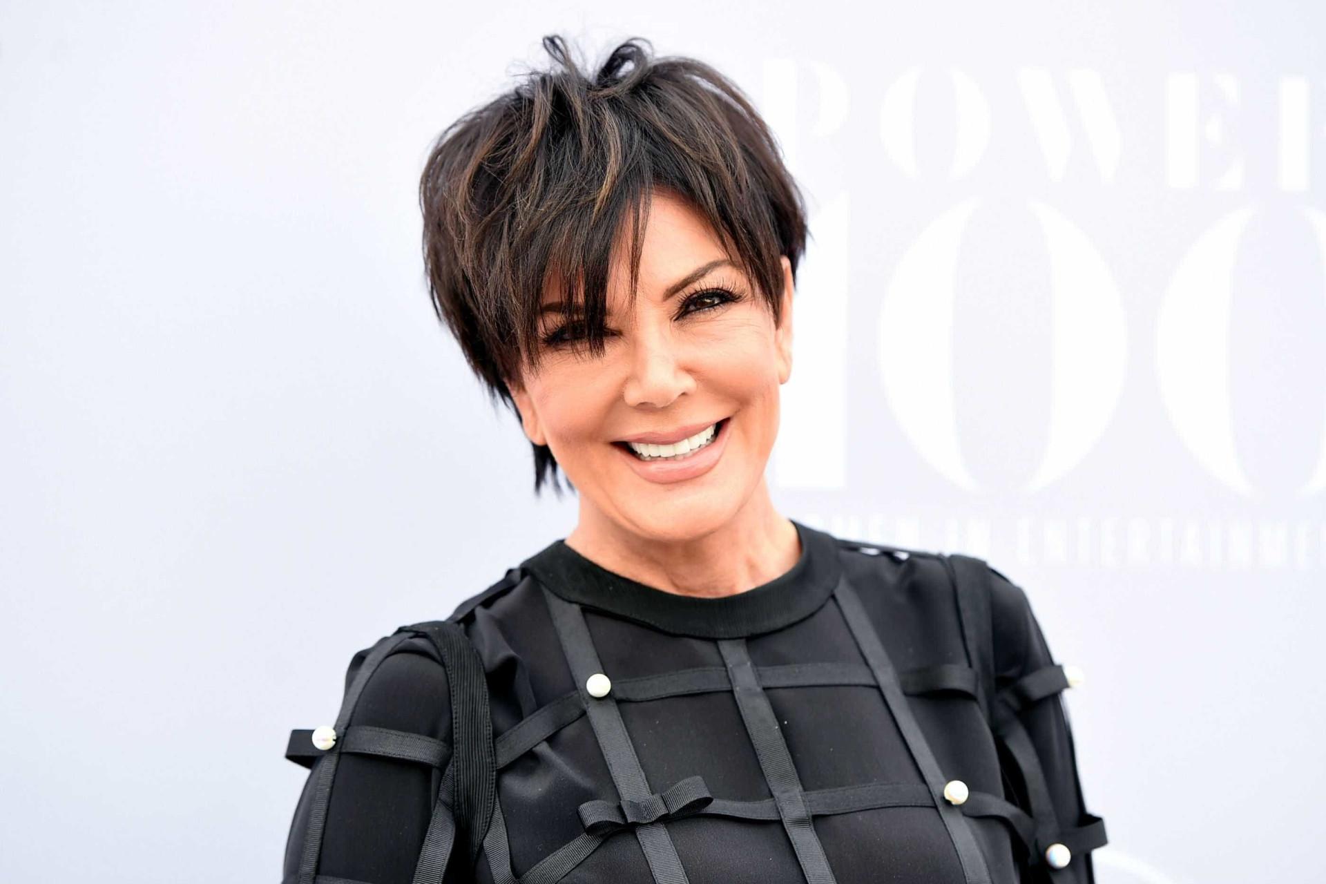 Kris Jenner mostra neta a divertir-se... dentro de lava-loiça