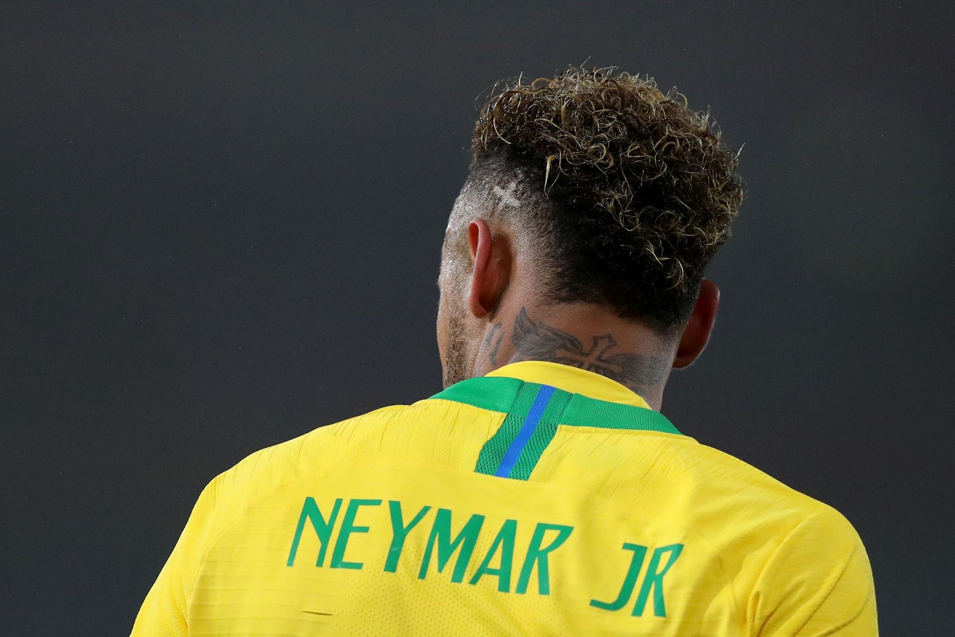 Alerta PSG: Neymar sai lesionado aos seis minutos e pode falhar Liverpool