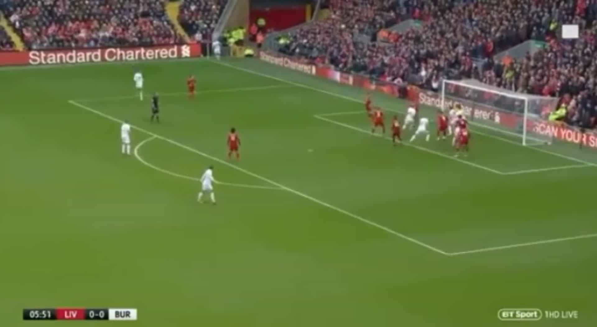 Burnley surpreendeu Liverpool com golo olímpico em Anfield Road