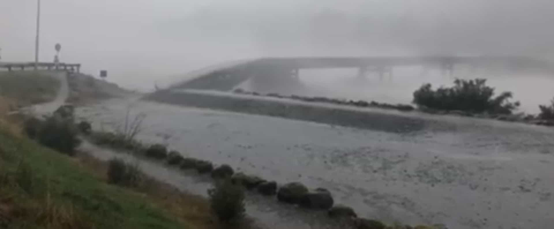 Tempestade faz colapsar ponte na Nova Zelândia
