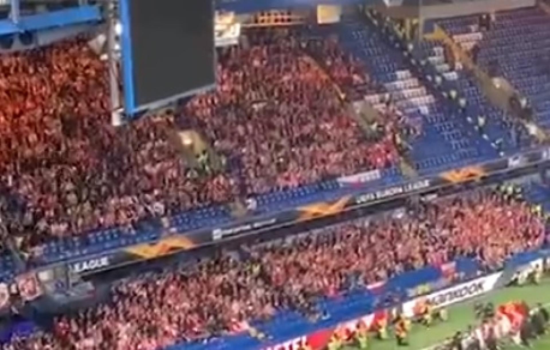 Nem a eliminação os calou. Adeptos do Slavia de Praga deram exemplo