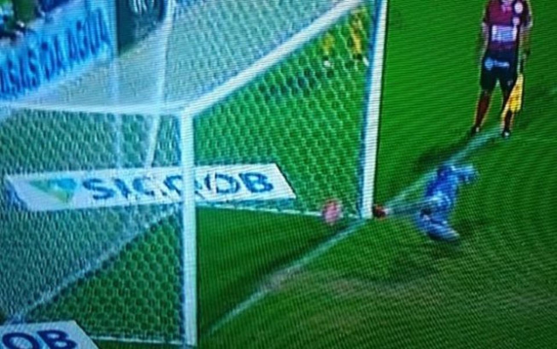 Chapecoense perde final (com erro do VAR) e pede anulação do jogo