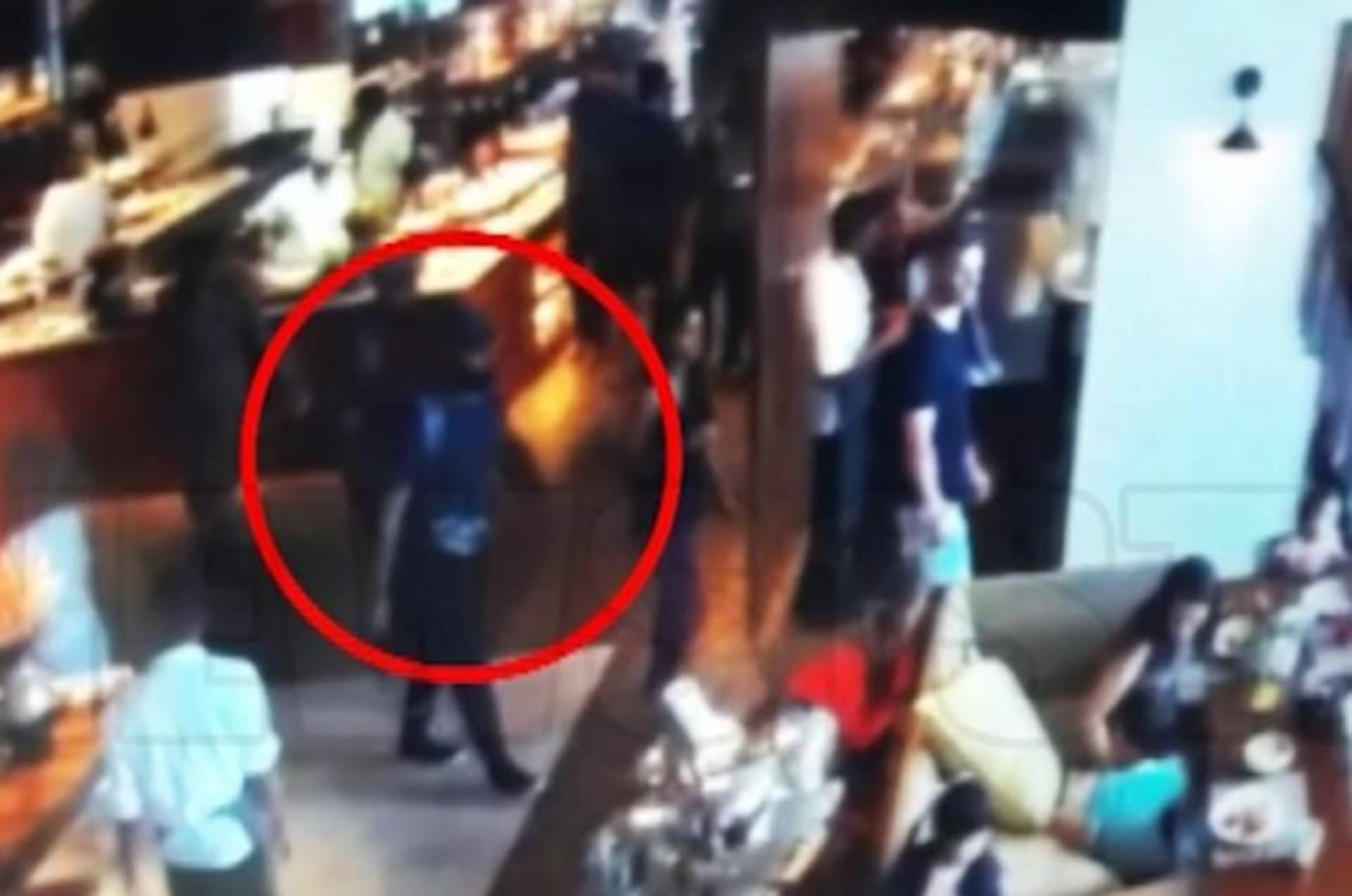 Bombista suicida visto a sorrir antes de se fazer explodir em hotel