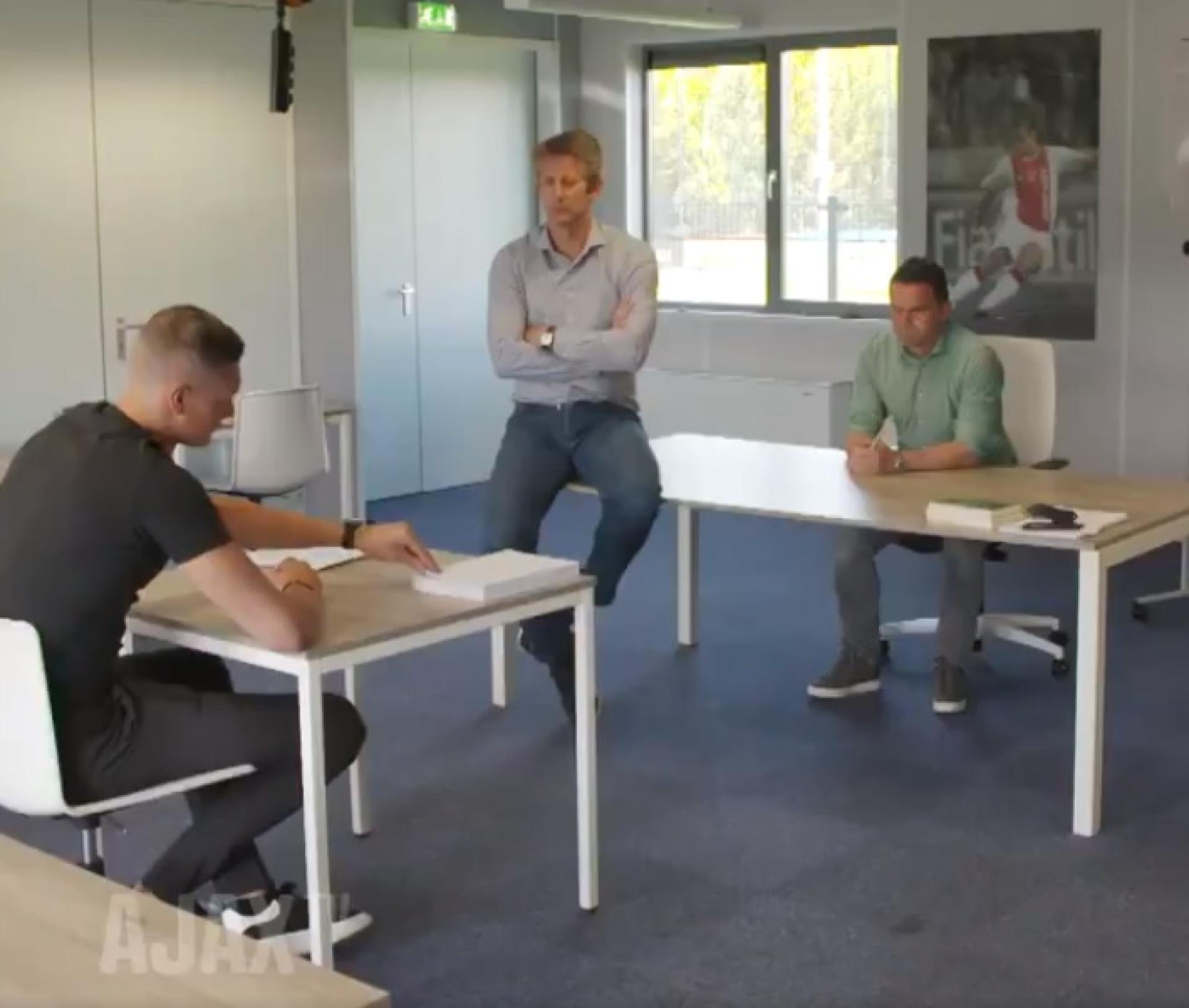 Ajax obriga reforço a escrever 100 vezes que clube é o melhor da Holanda