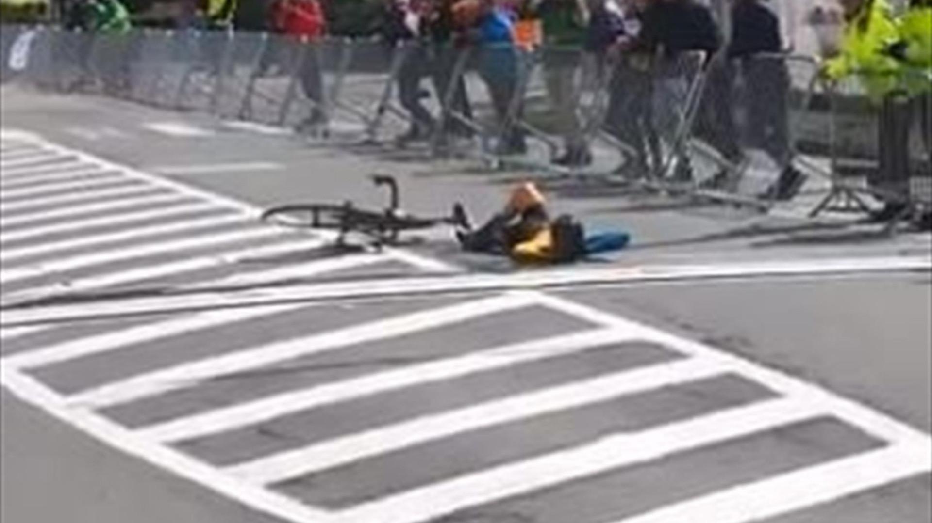 A celebração mais arrogante no ciclismo: Para na meta e dorme a sesta
