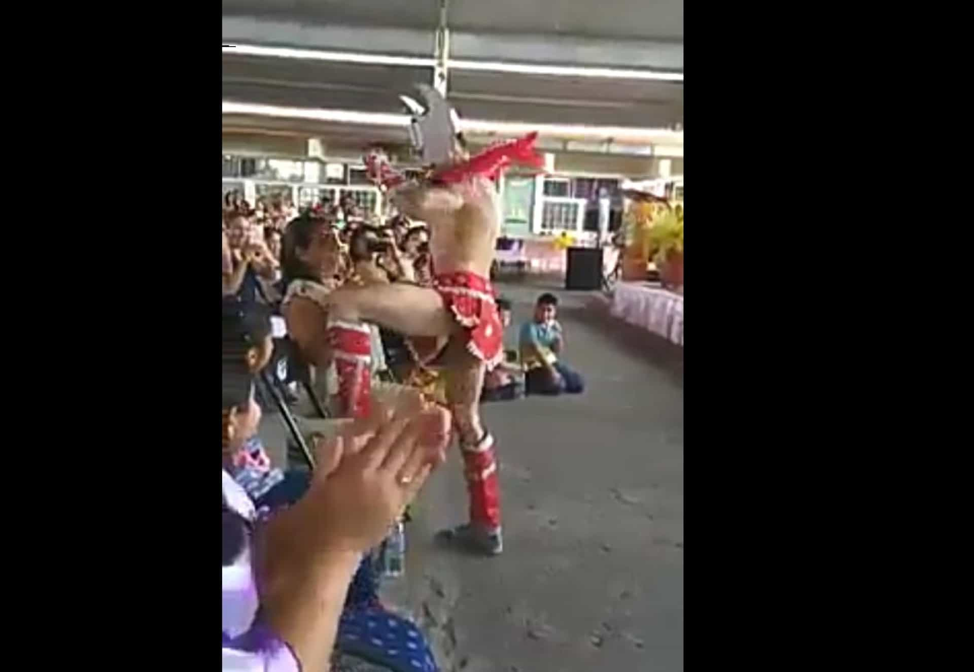 Escola primária contrata stripper para celebrar o Dia da Mãe