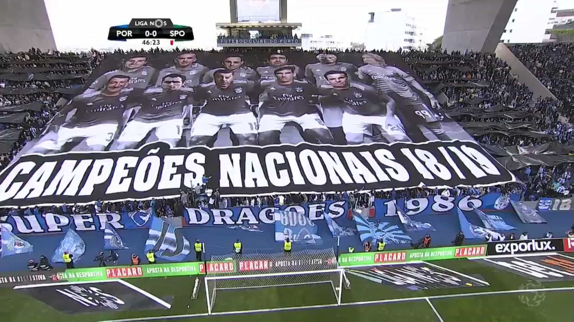 FC Porto exibe tarja polémica a dar título a árbitros e dirigentes