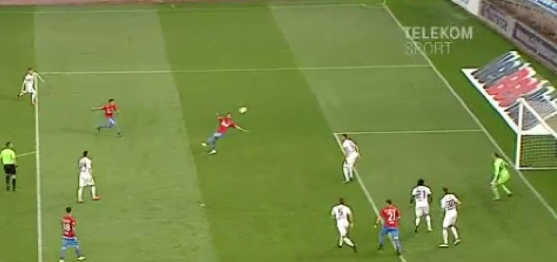 Filipe Teixeira marca (um dos golos do ano) pelo Steaua Bucareste