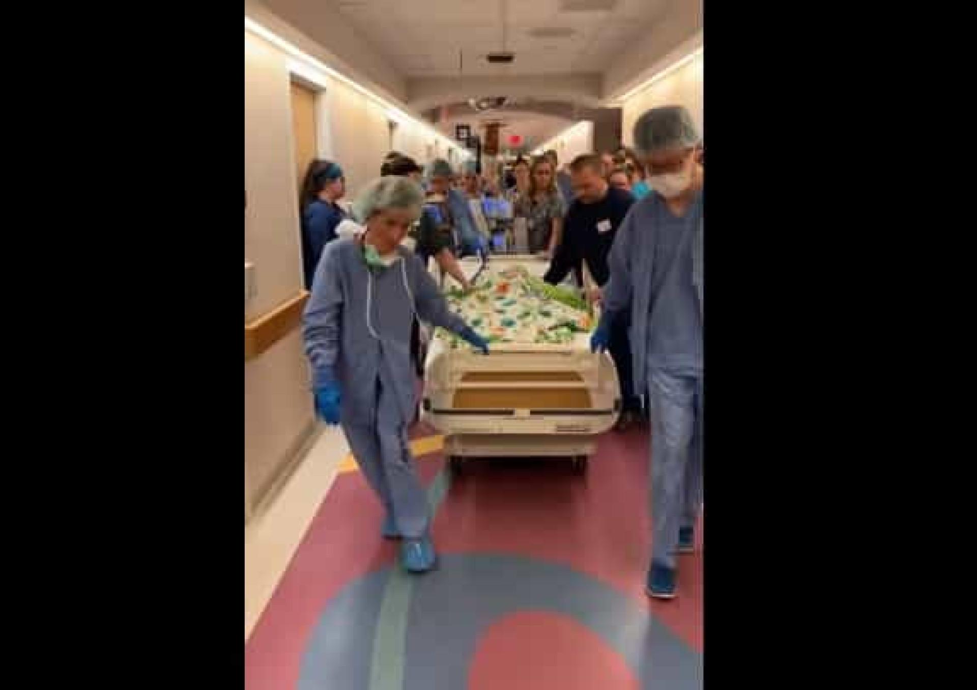 Hospital presta última homenagem a criança dadora prestes a morrer