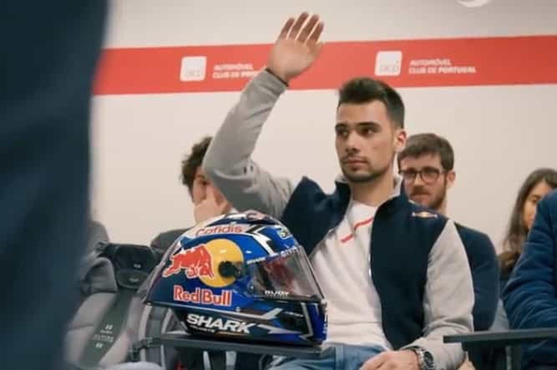 Ver para crer: Miguel Oliveira em Portugal para tirar a carta... de moto