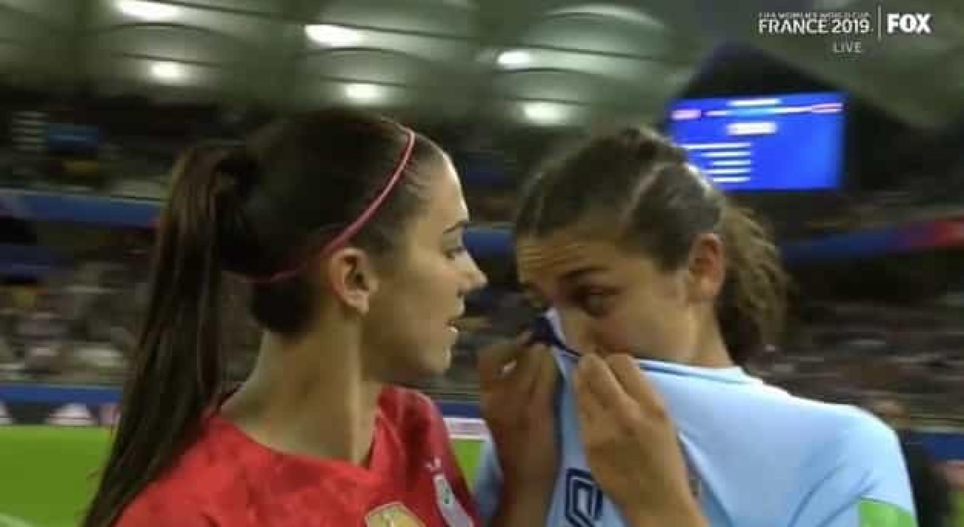Após marcar cinco golos, Alex Morgan consolou tailandesas em lágrimas