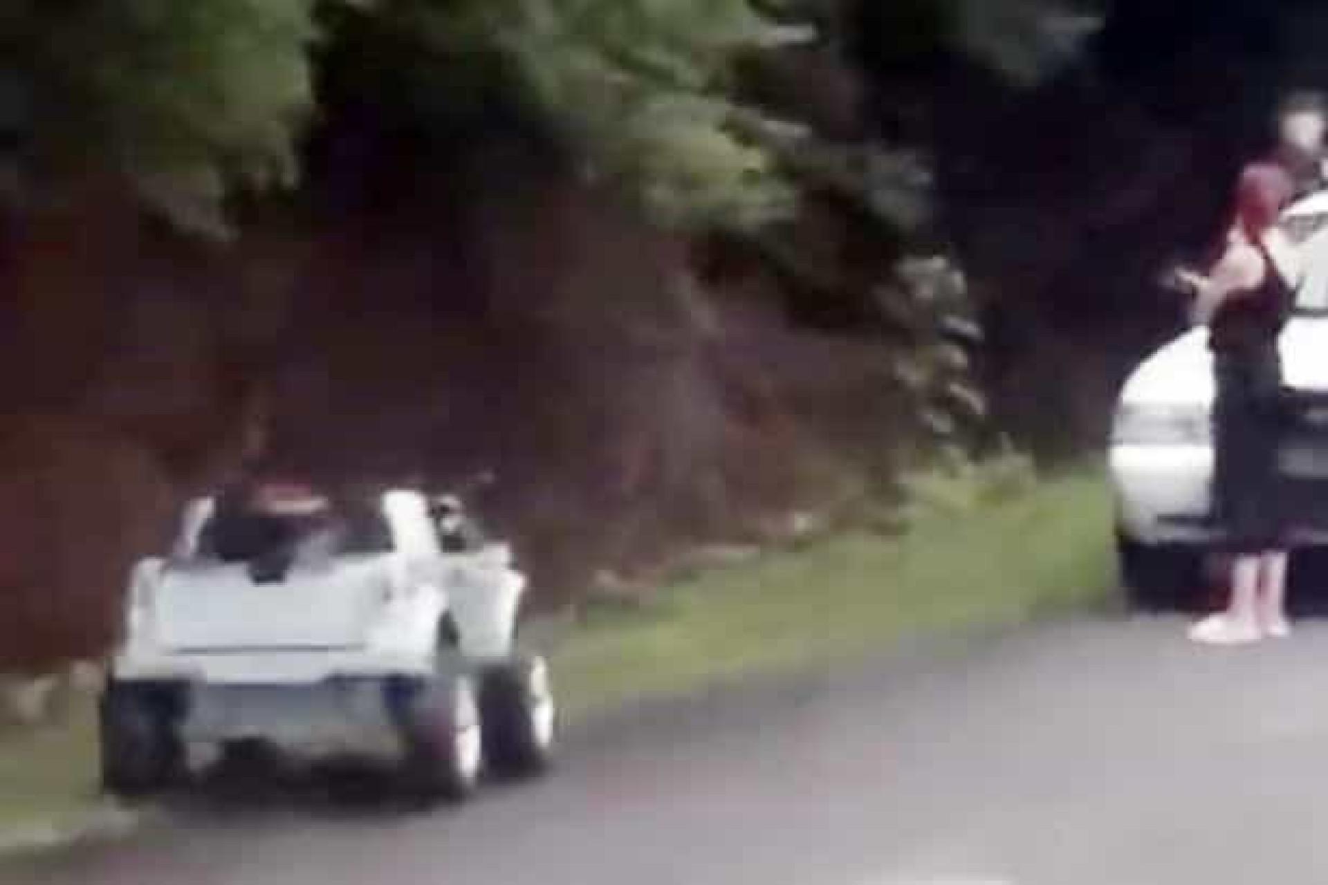 Escapa a multa por conduzir alcoolizada por seguir em camião de brincar