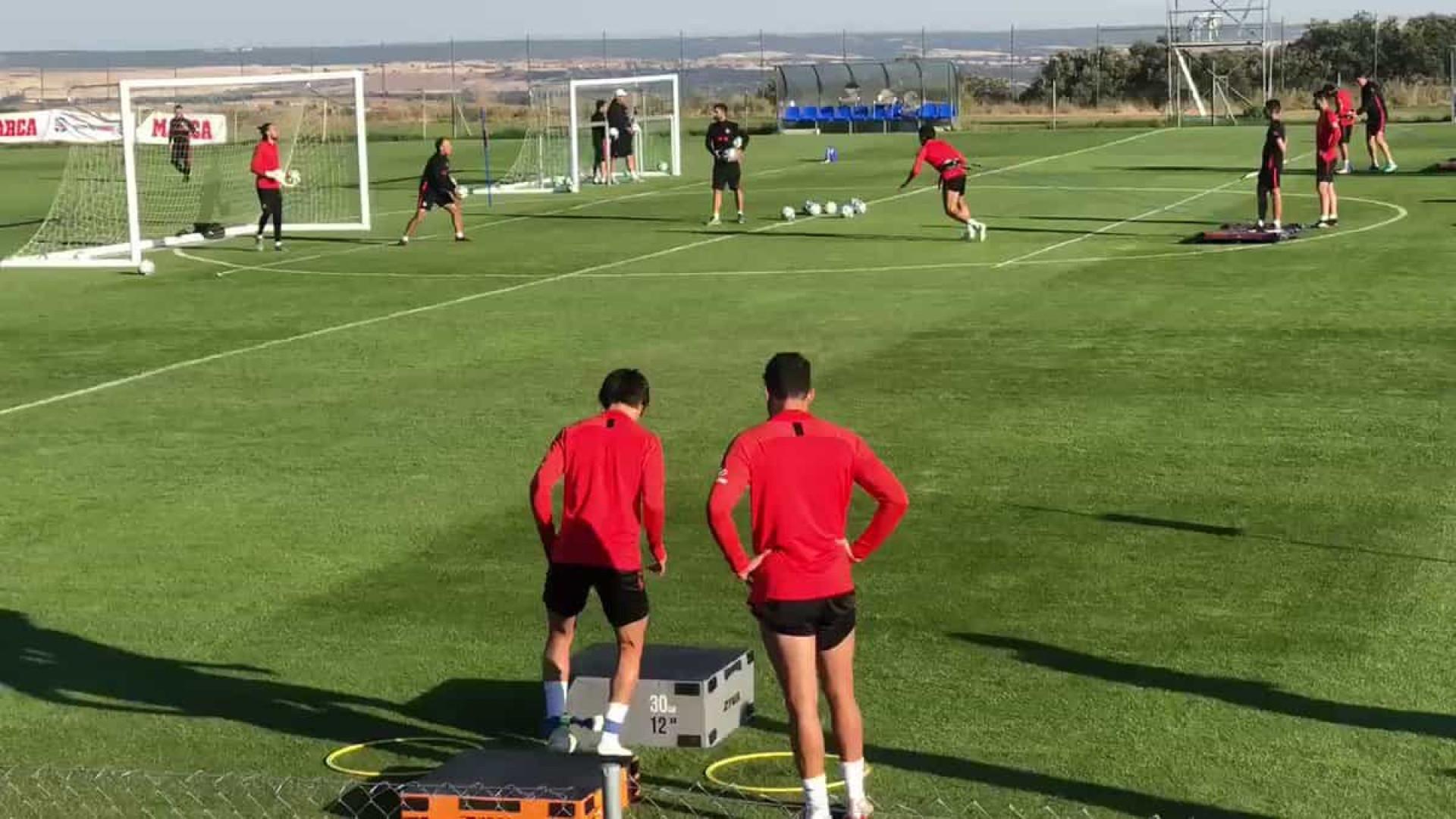 Diego Costa torna-se 'professor' de Félix durante treino do Atlético