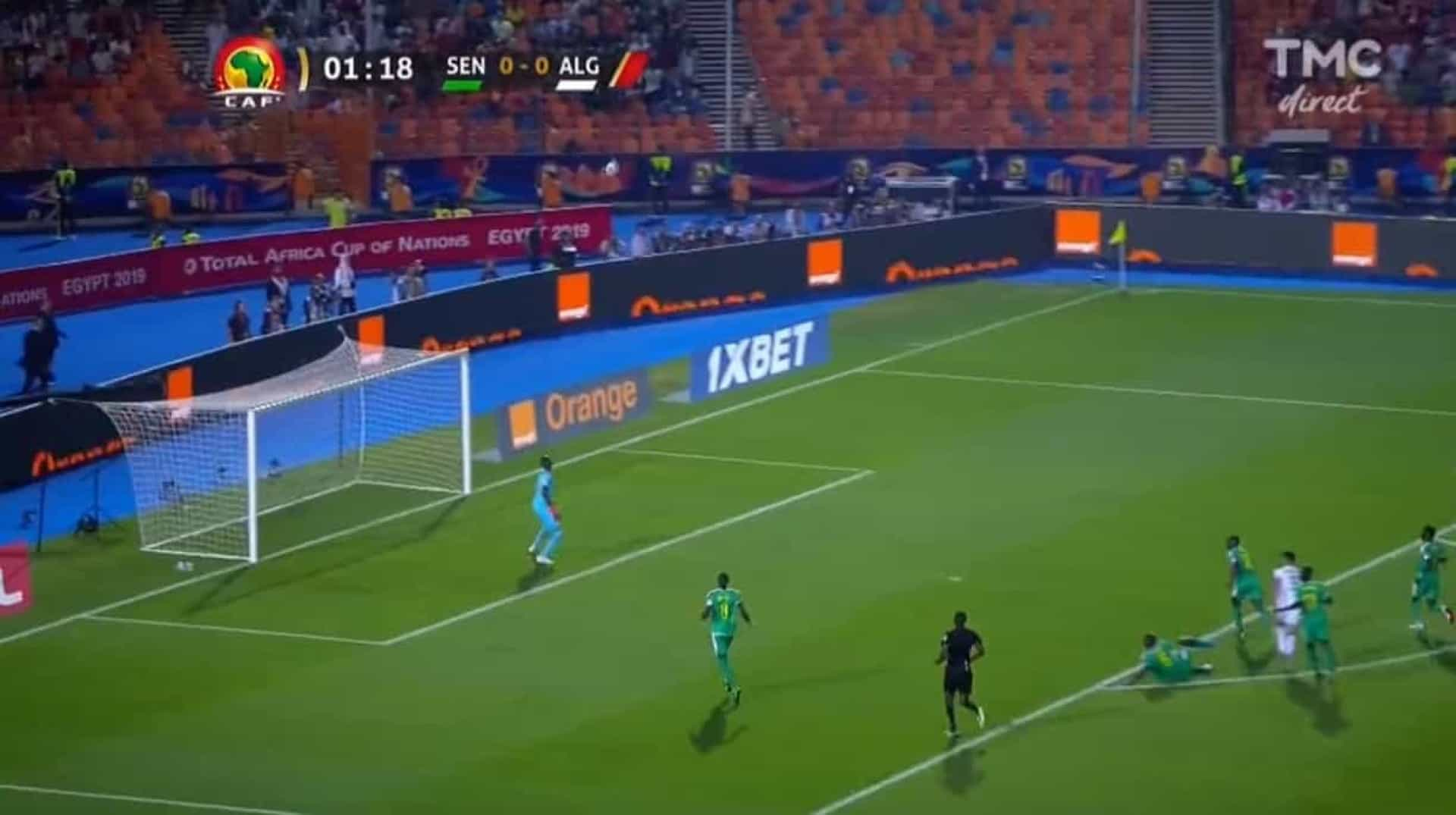 O (insólito) golo que selou a vitória da Argélia na CAN