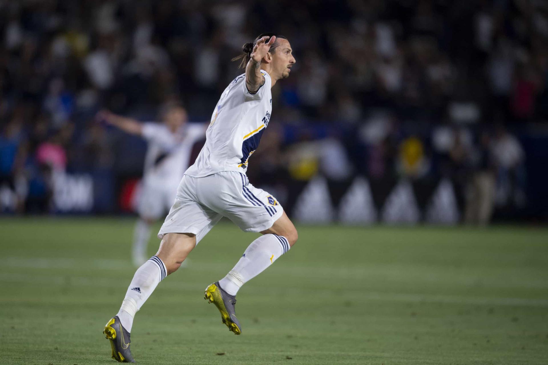 Ibrahimovic virou extraterrestre e marcou um hattrick para ver e rever