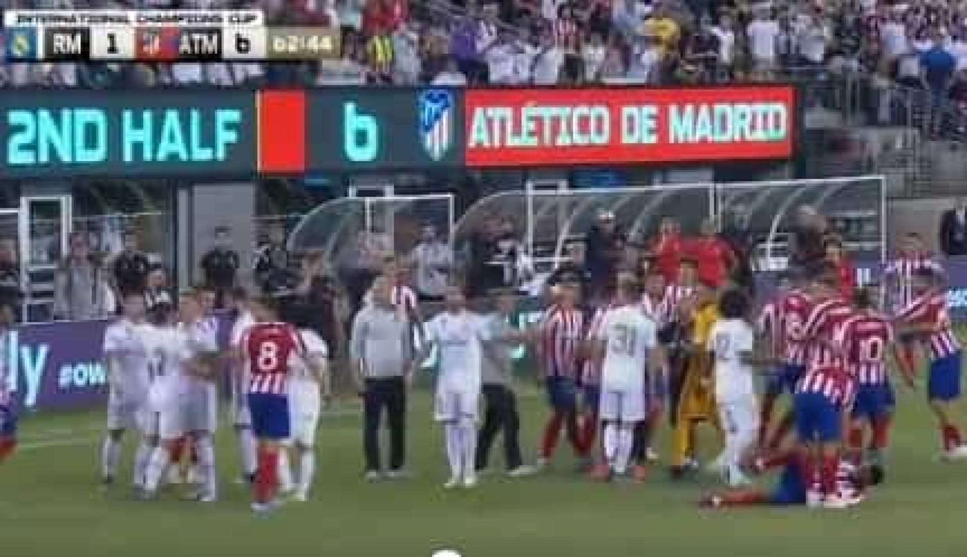 Diego Costa e Carvajal perdem a cabeça e acabam... na 'rua'