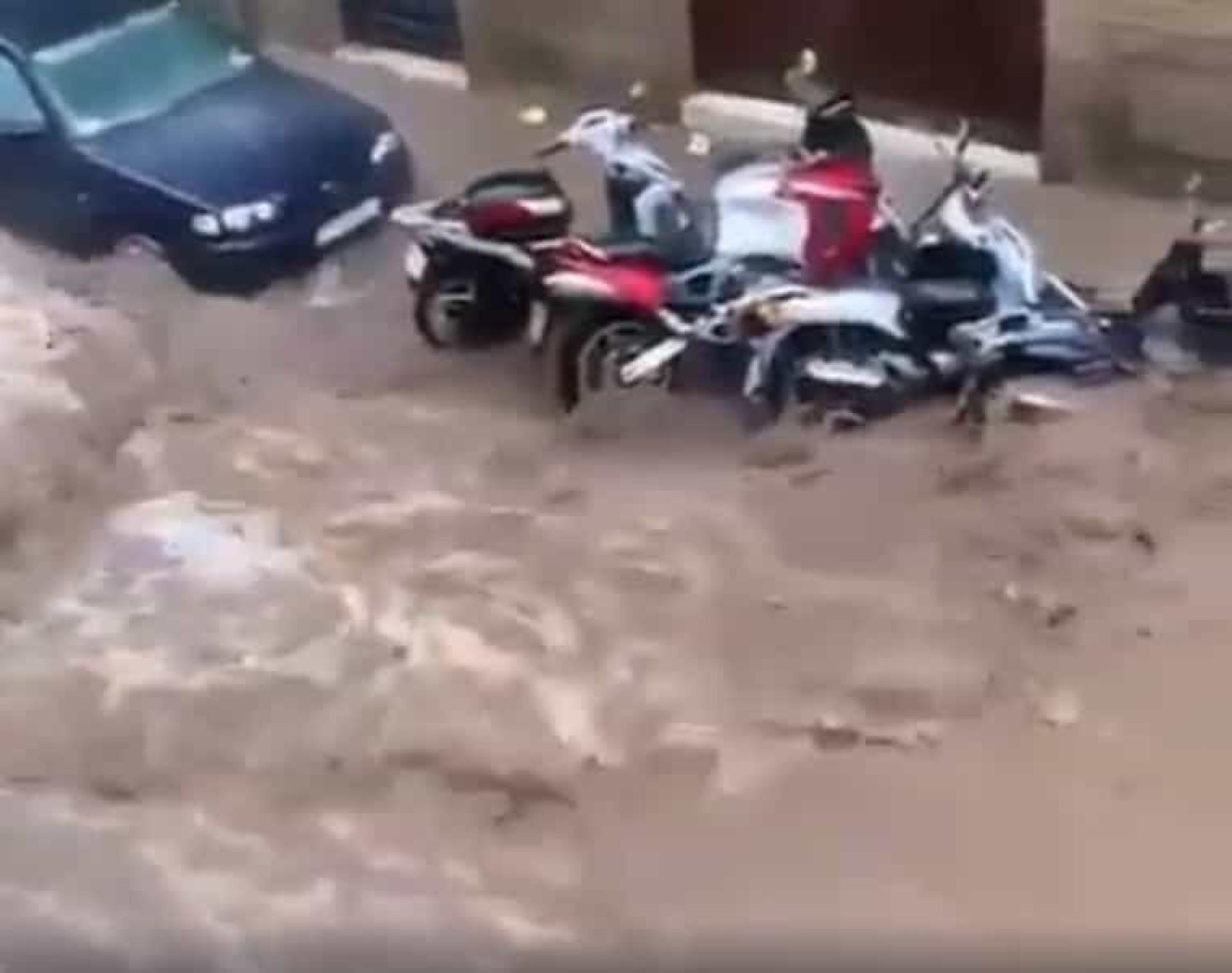 Chuva intensa em Barcelona transforma ruas em rios