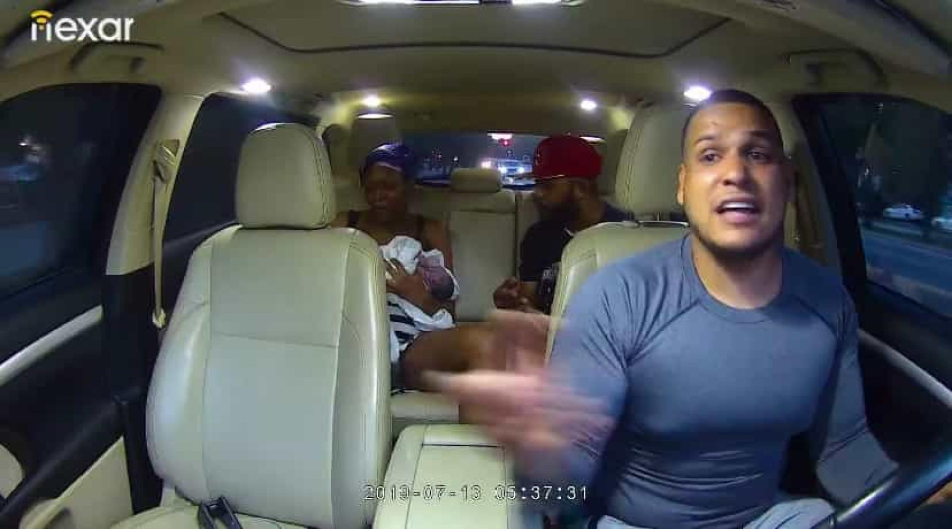 Bebé nasce durante viagem de Uber. Condutor é elogiado em vídeo viral