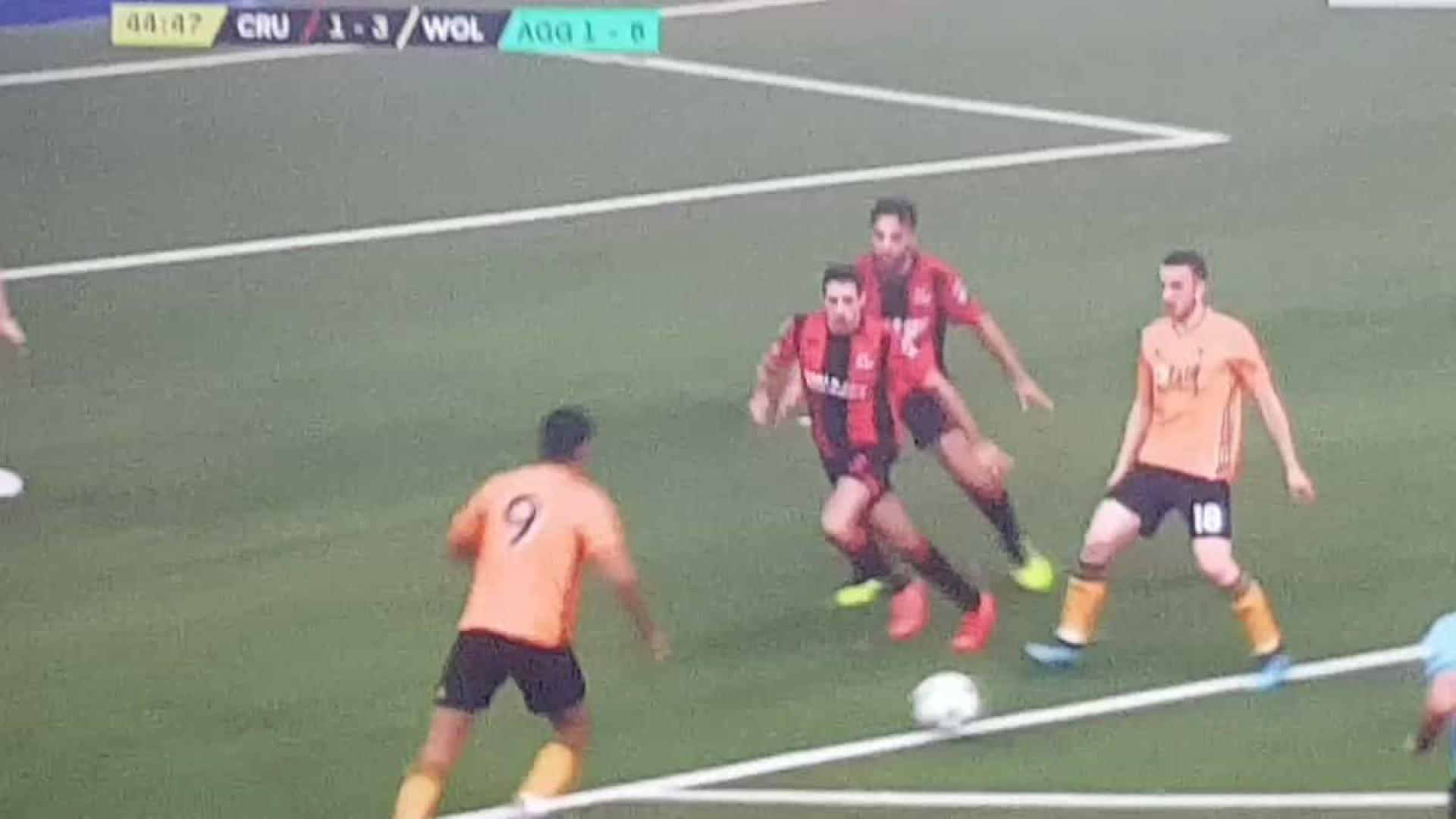 Jiménez bisa na Liga Europa com remate fortíssimo