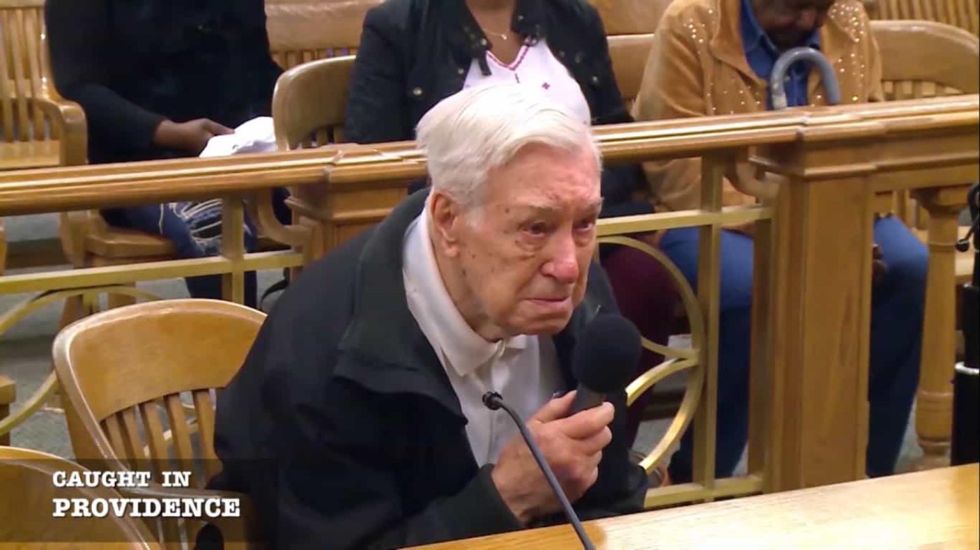 Juiz perdoa multa a idoso de 96 anos. Levava filho com cancro ao médico