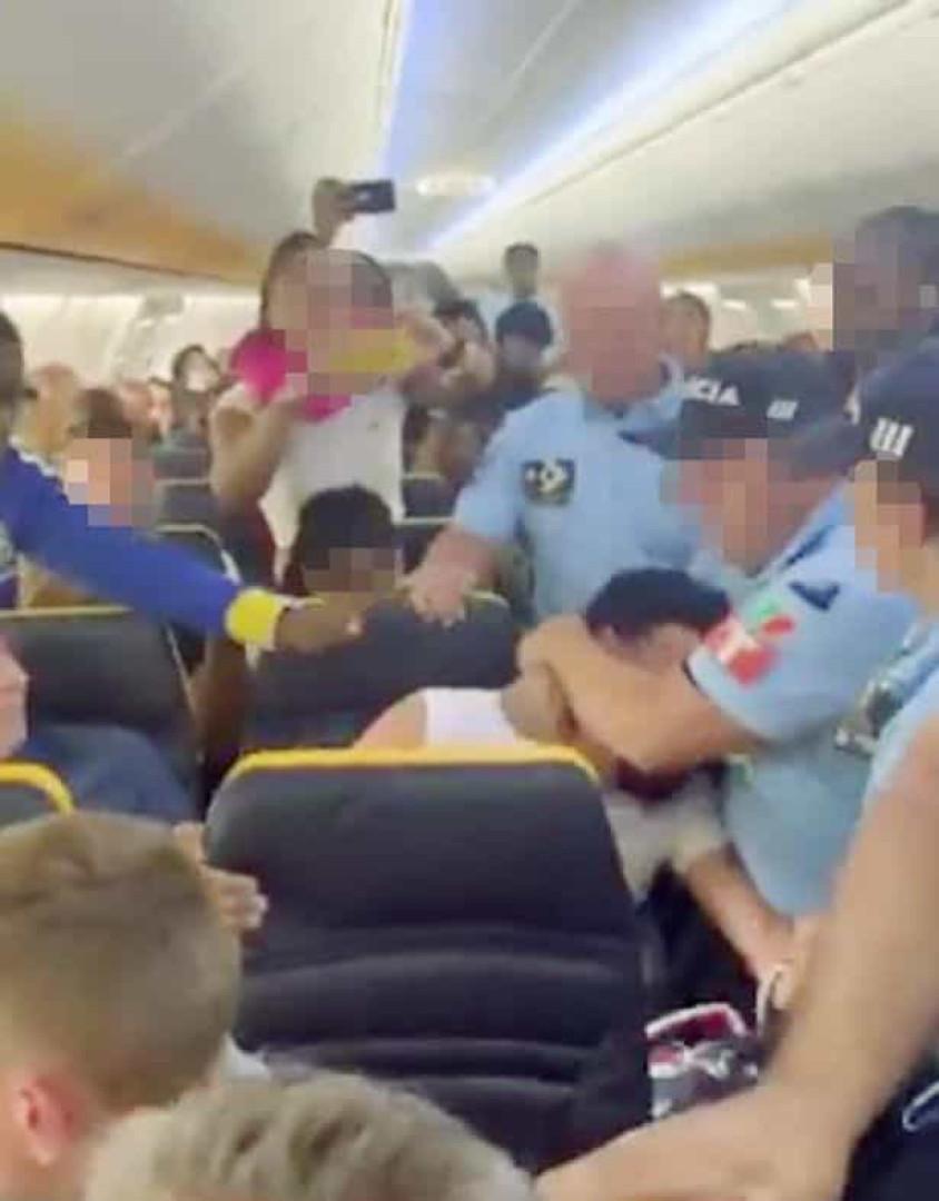 Turista alega ter sido agredido pela PSP no aeroporto de Faro