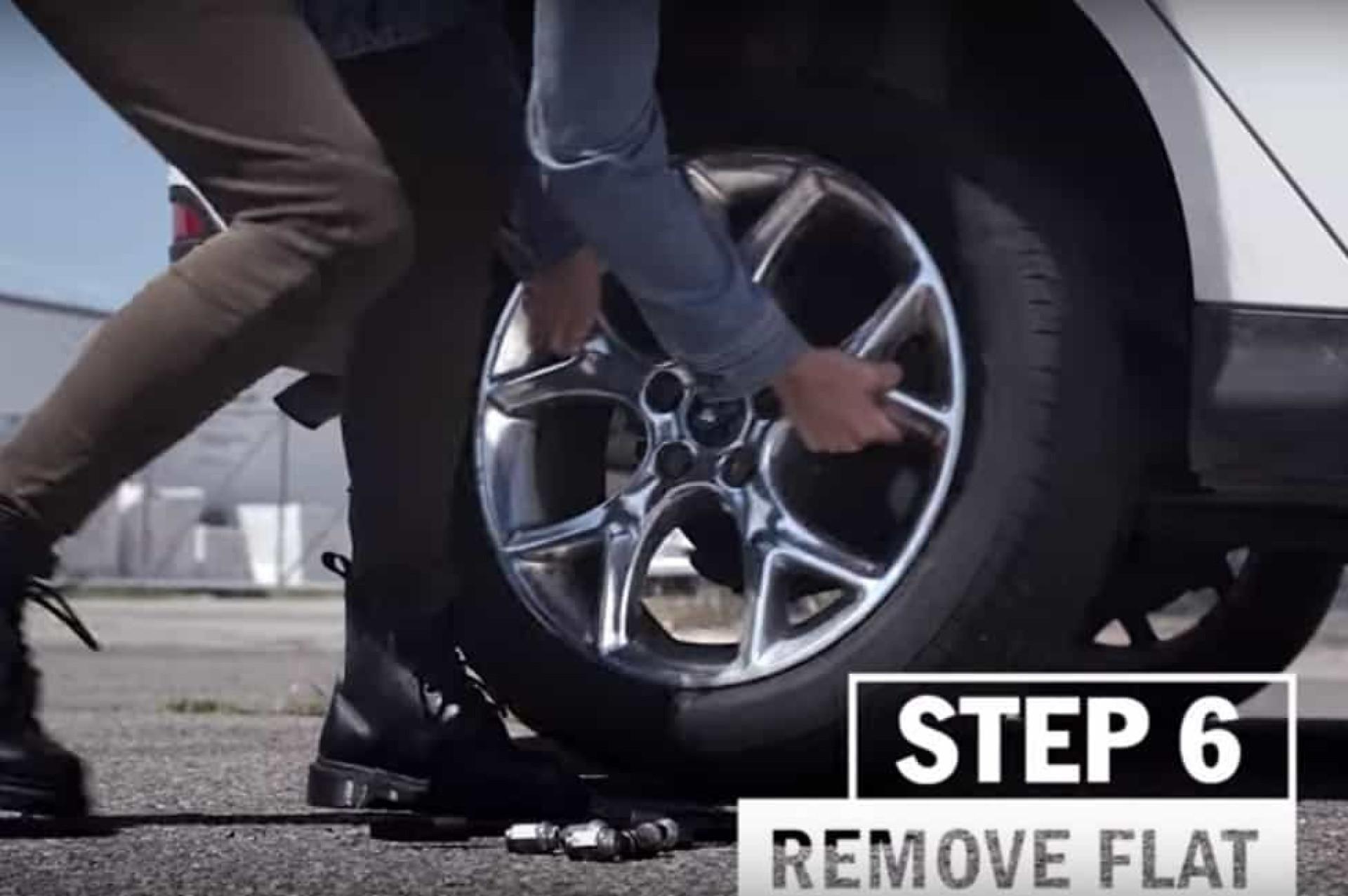 Não sabe mudar um pneu? Num minuto tudo pode mudar