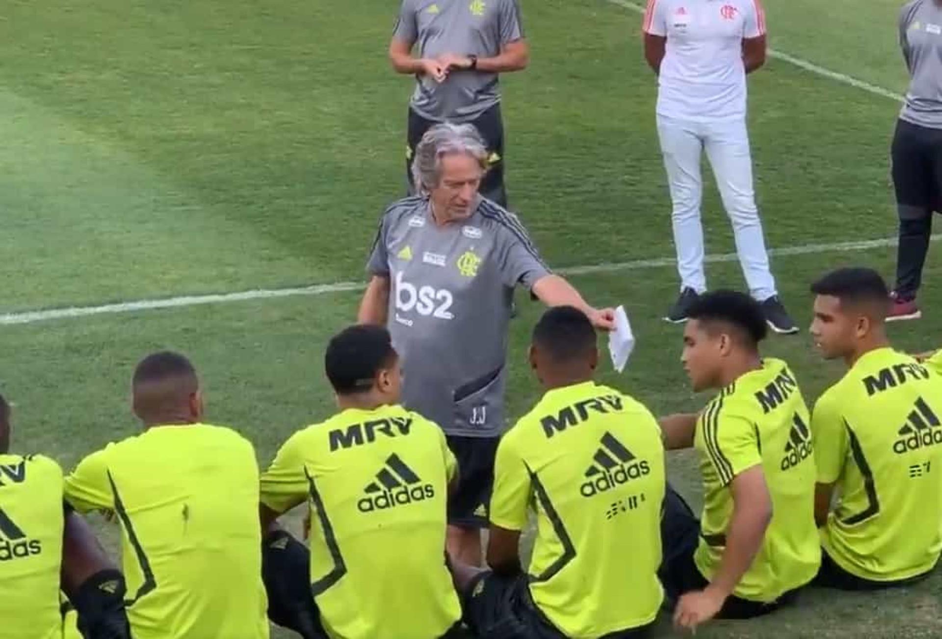 Jorge Jesus e o gesto com os jogadores sub-20 que encantou o Brasil