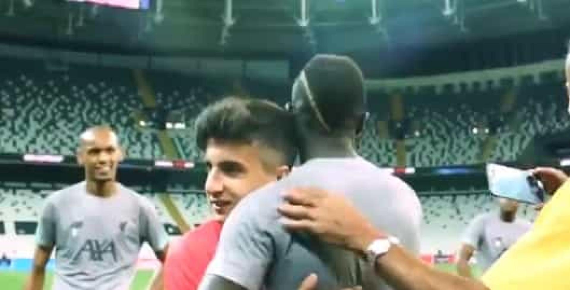Crianças juntam-se a craques do Liverpool e do Chelsea em dia memorável