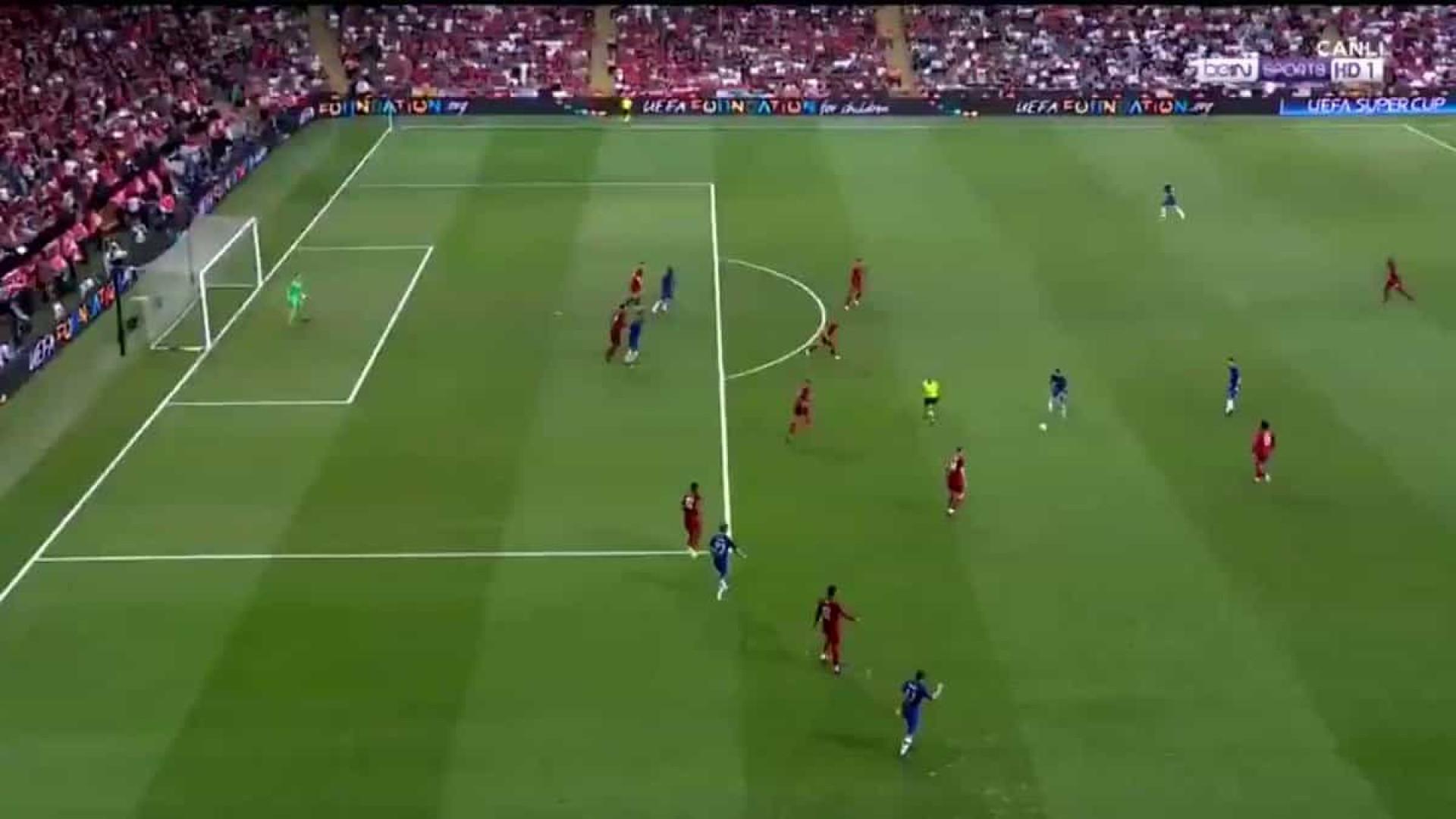 Pedro atirou à barra do Liverpool e até Lampard ficou desesperado