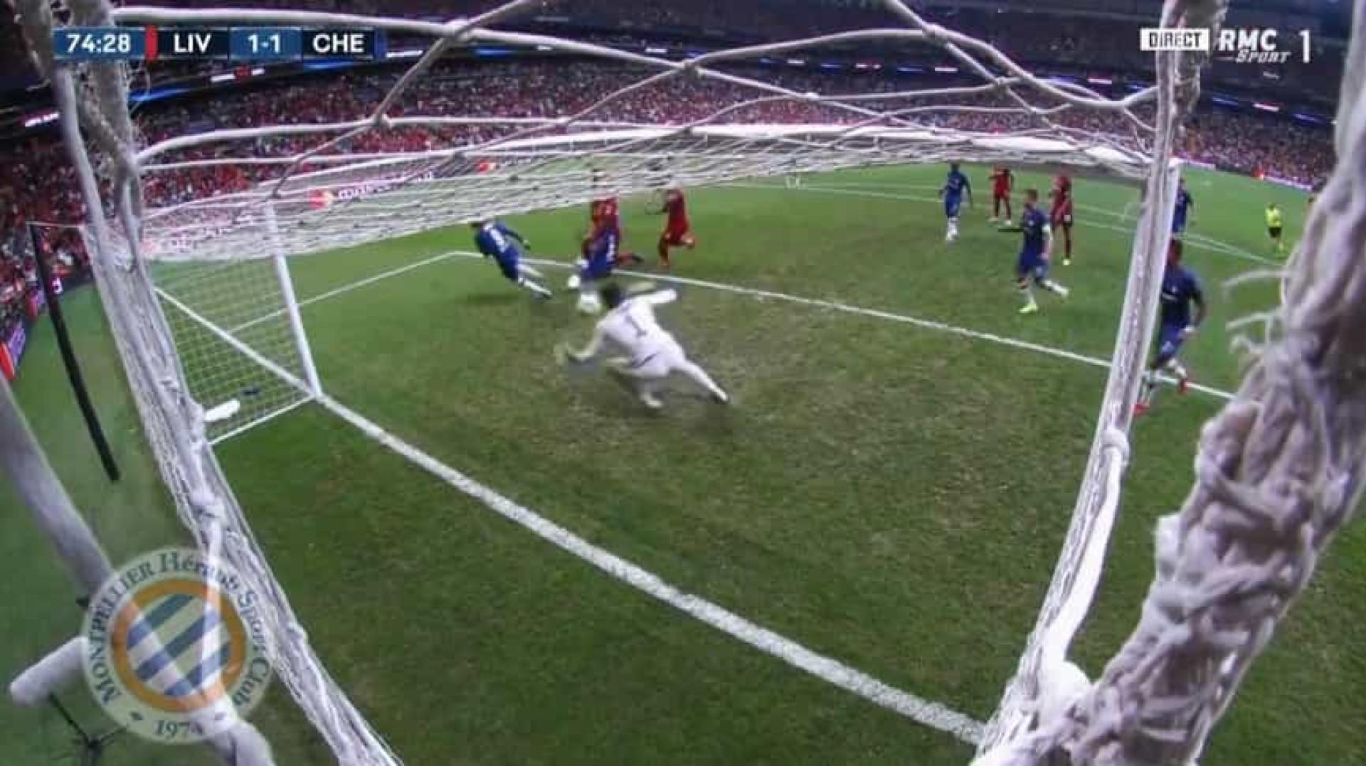 Como é possível? Kepa nega golo ao Liverpool com duas defesas milagrosas