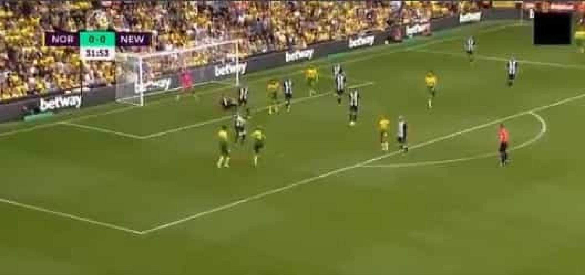 Foi apontado ao Benfica e este sábado marcou um golo incrível