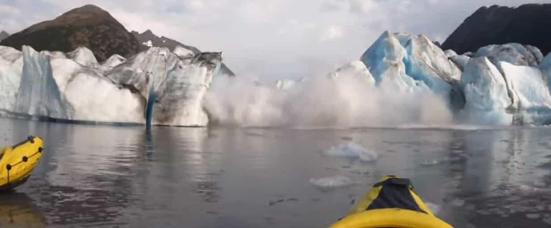 Colapso de glaciar no Alasca foi captado em vídeo