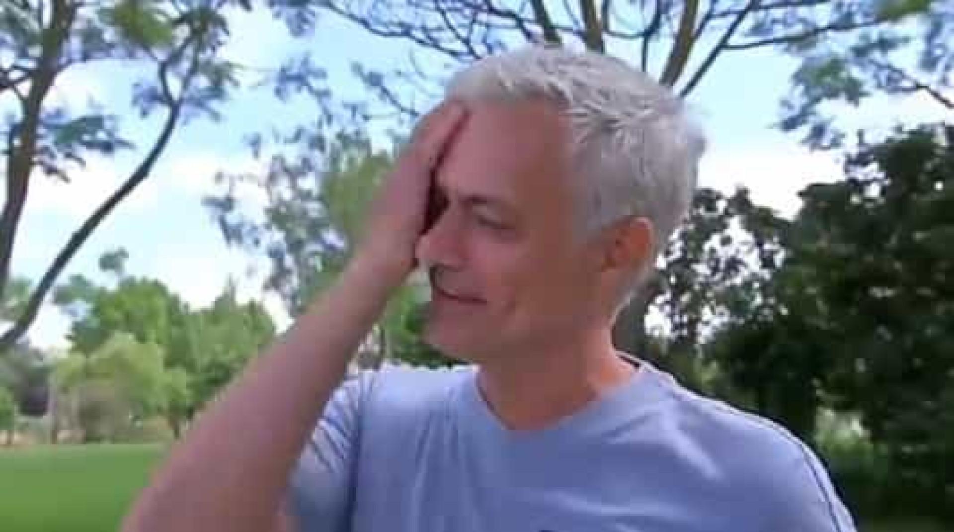 Mourinho admite que sente falta do futebol e quase se desfaz em lágrimas
