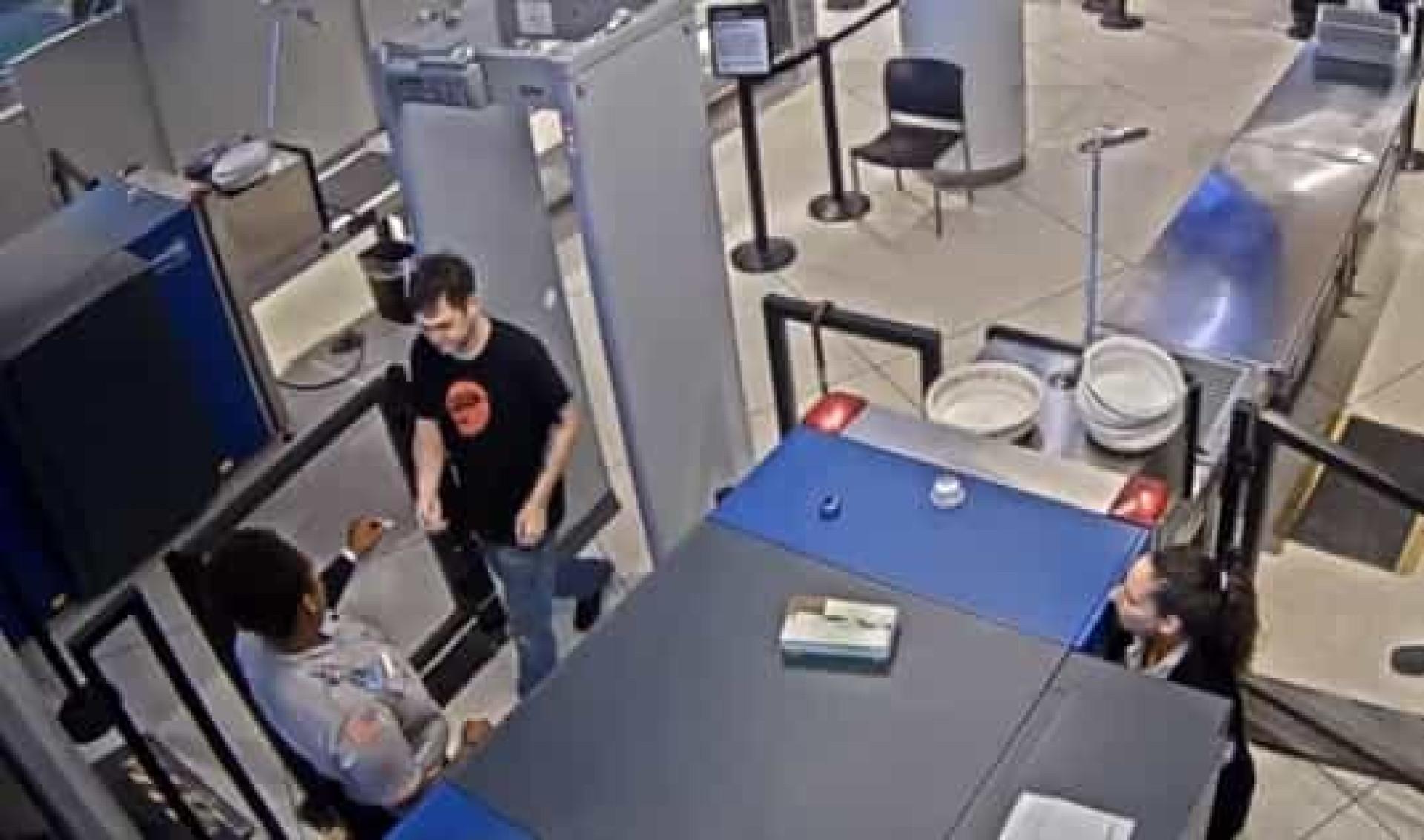 """Segurança de aeroporto despedida por chamar """"feio"""" a passageiro"""