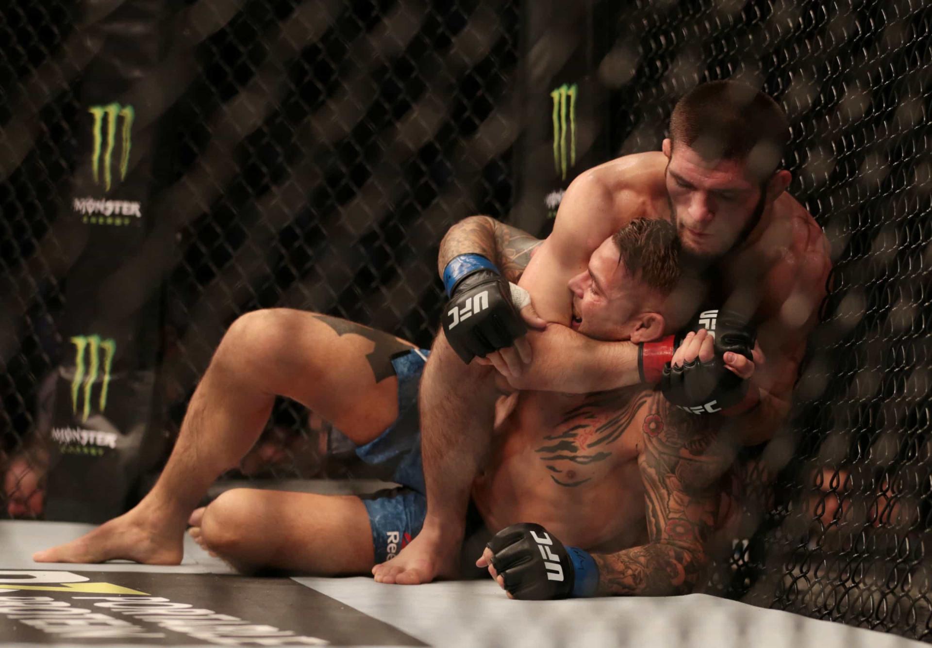 Khabib Nurmagomedov voltou ao UFC e obrigou adversário a desistir