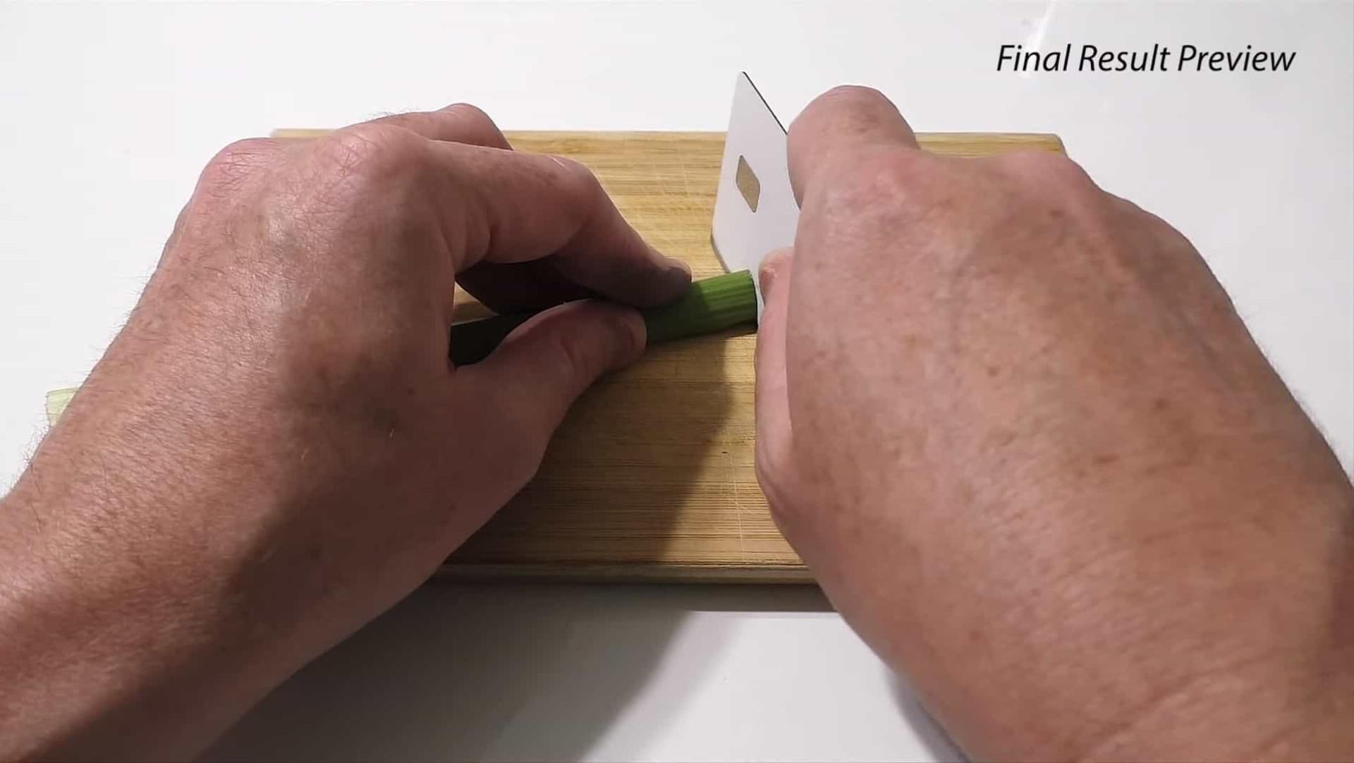 YouTube. Cartão da Apple convertido em faca para cortar legumes