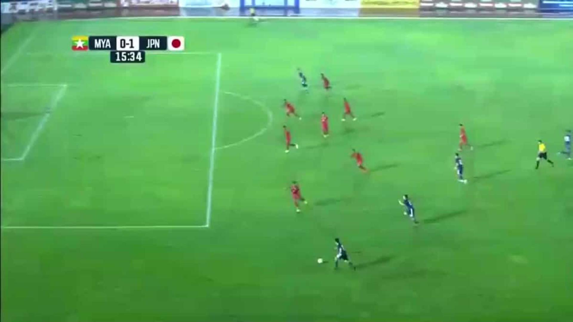 Nakajima volta a impressionar ao marcar golaço com a seleção do Japão